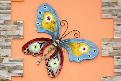 mariposa_en_un_muro